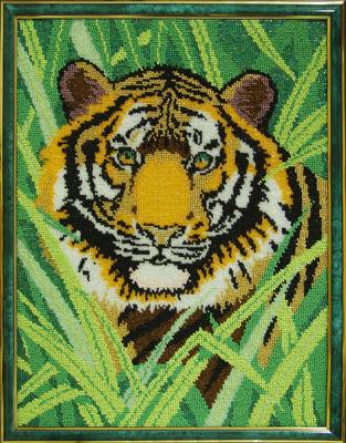 """Картина """"Тигр"""" выполнена на обычной канве по бумажной схеме для вышивки крестом. бисер подобран самостоятельно. Работа Громовой Л.В."""